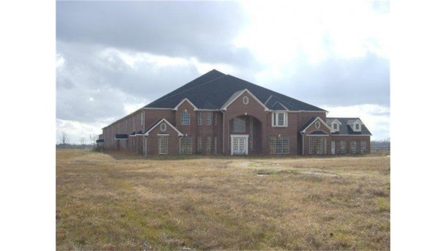 46-bed, 26-bath home for sale in Texas