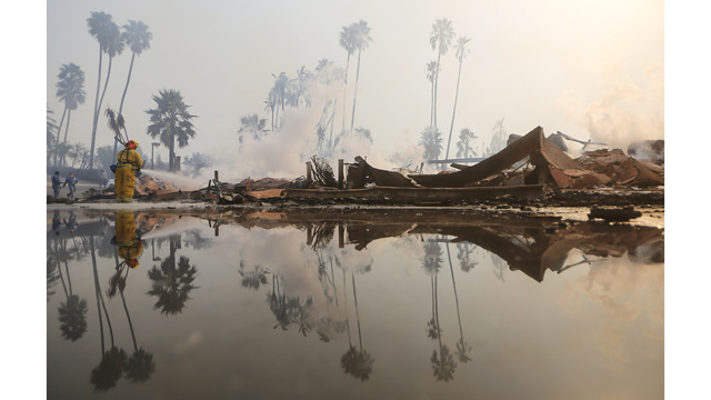 Ventura County Thomas Fire Forces Thousands to Evacuate_682244