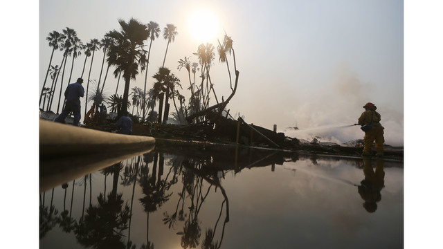 Ventura County Thomas Fire Forces Thousands to Evacuate_682245