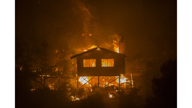 Southern California Wildfires Forces Thousands to Evacuate_684011