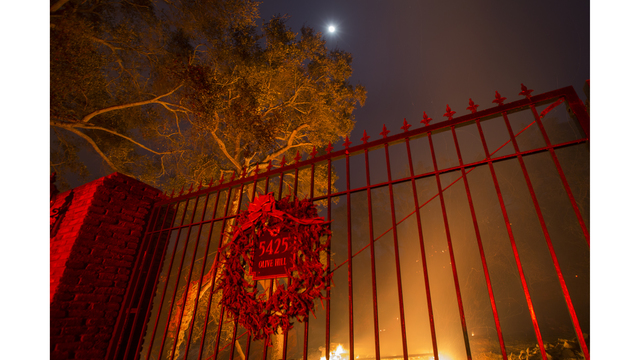 Southern California Wildfires Forces Thousands to Evacuate_684005