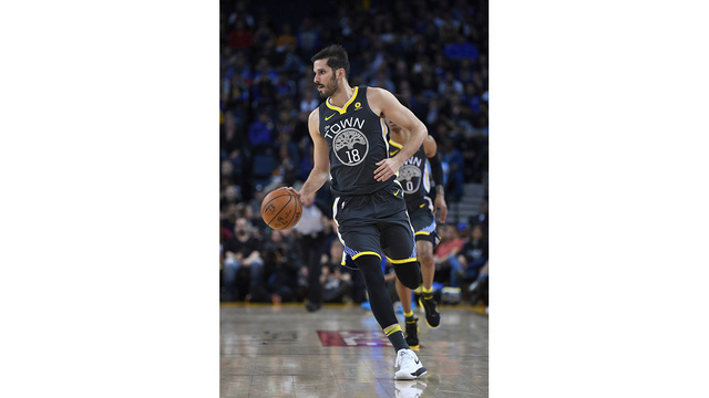Warriors waive Casspi to make room for Cook