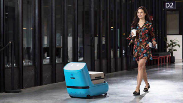 Airline has new robot that will carry your luggage